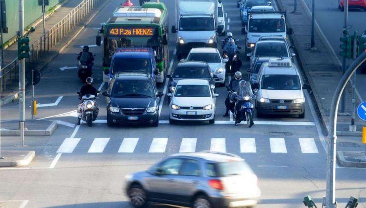 Come arrivare in auto al Duomo di Milano: la bravata di una influencer - Foto 1 di 9