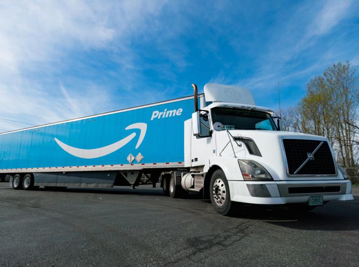 Il truck di Amazon Prime è da film post apocalittico - Foto 3 di 7