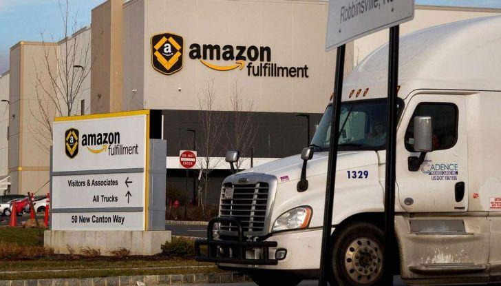 Il truck di Amazon Prime è da film post apocalittico - Foto 4 di 7