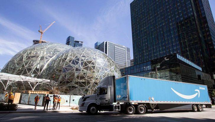 Il truck di Amazon Prime è da film post apocalittico - Foto 5 di 7