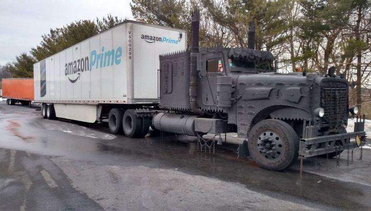Il truck di Amazon Prime è da film post apocalittico - Foto 1 di 7
