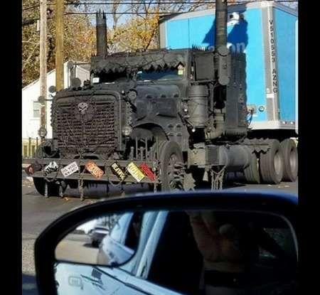 Il truck di Amazon Prime è da film post apocalittico - Foto 6 di 7