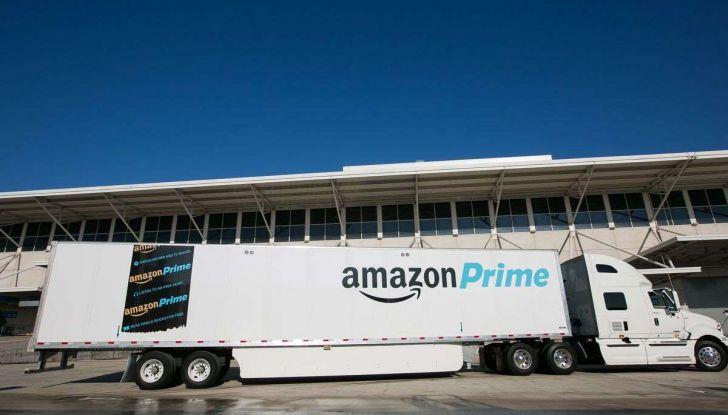 Il truck di Amazon Prime è da film post apocalittico - Foto 7 di 7