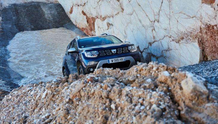 Dacia Duster 2018: linee più imponenti per la seconda serie - Foto 2 di 49