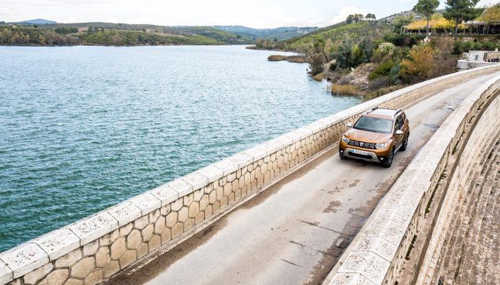 Dacia Duster 2018: linee più imponenti per la seconda serie - Foto 3 di 49