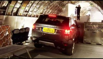 Range Rover Sport, percorso off-road all'interno di un jumbo