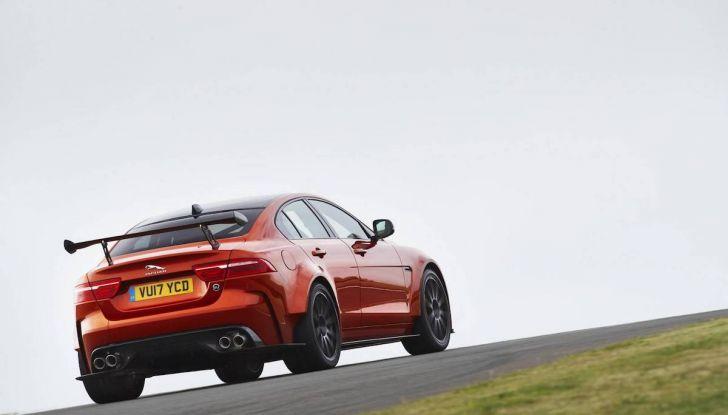 La Jaguar XE SV Project 8 batte il record della Giulia al Nürburgring - Foto 9 di 9