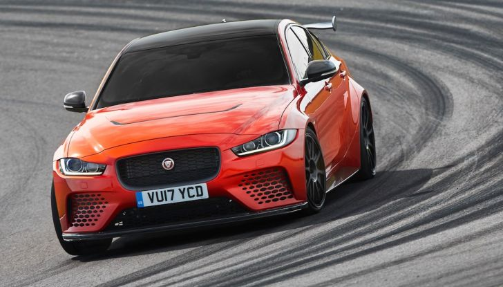 La Jaguar XE SV Project 8 batte il record della Giulia al Nürburgring - Foto 5 di 9