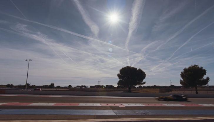 La porta a guidare la F1 Renault e le chiede di sposarlo [Video] - Foto 18 di 27