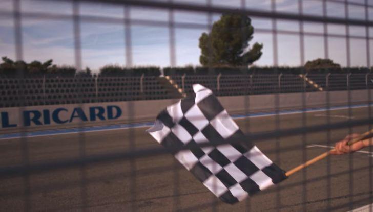 La porta a guidare la F1 Renault e le chiede di sposarlo [Video] - Foto 19 di 27