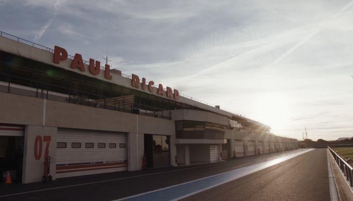 La porta a guidare la F1 Renault e le chiede di sposarlo [Video] - Foto 10 di 27