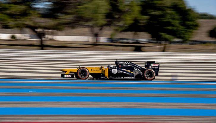 La porta a guidare la F1 Renault e le chiede di sposarlo [Video] - Foto 4 di 27