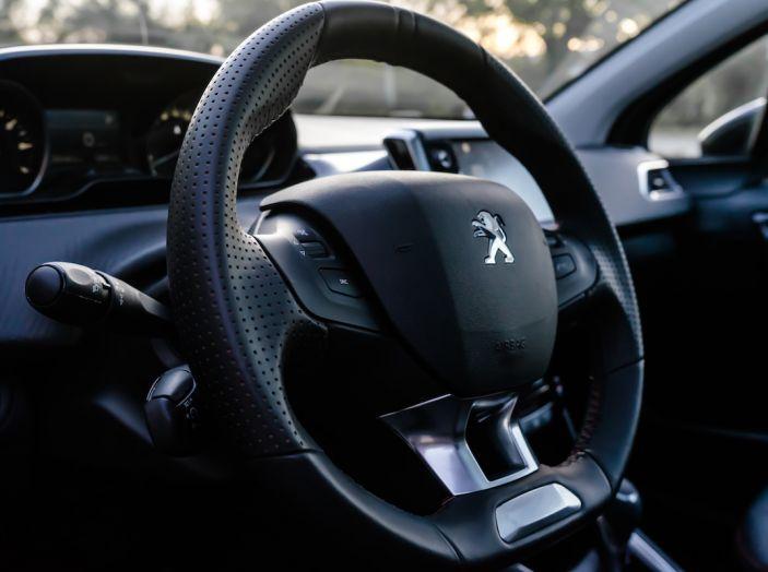 Test Drive Peugeot 208 con 1.2 Turbo da 110CV: una complice svelta per la GT Line - Foto 8 di 27