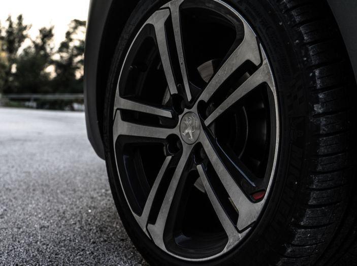 Test Drive Peugeot 208 con 1.2 Turbo da 110CV: una complice svelta per la GT Line - Foto 18 di 27