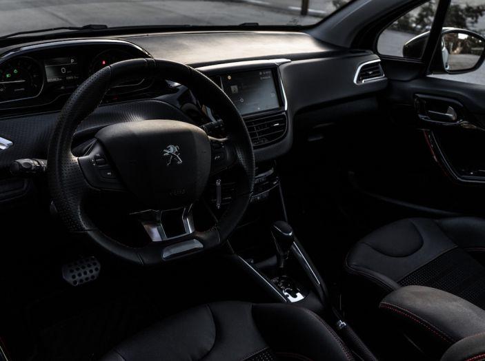 Test Drive Peugeot 208 con 1.2 Turbo da 110CV: una complice svelta per la GT Line - Foto 19 di 27