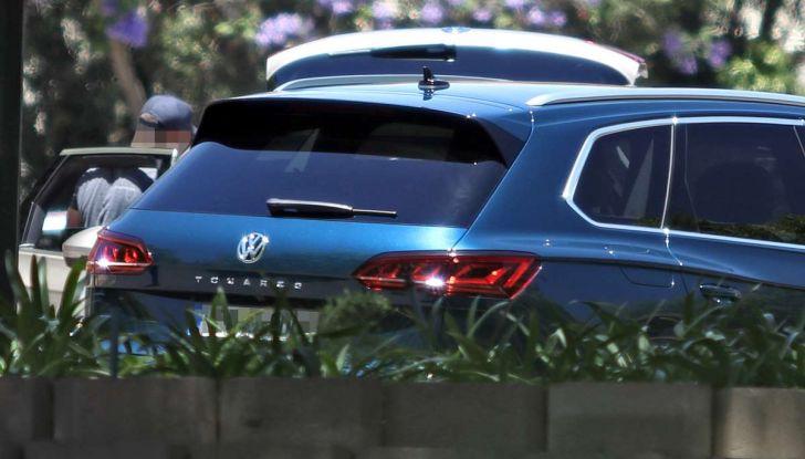 Volkswagen Touareg 2018, nuove foto spia senza camuffature - Foto 3 di 10
