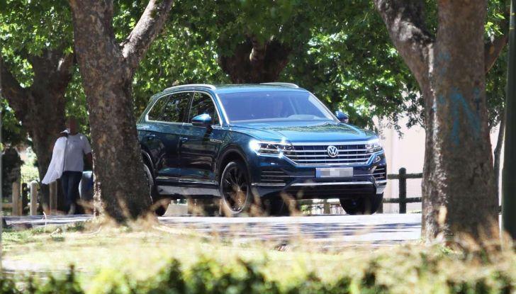 Come funziona la guida semi-autonoma della nuova Volkswagen Touareg 2018 - Foto 2 di 10