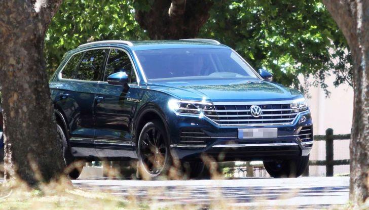 Volkswagen Touareg 2018, nuove foto spia senza camuffature - Foto 4 di 10