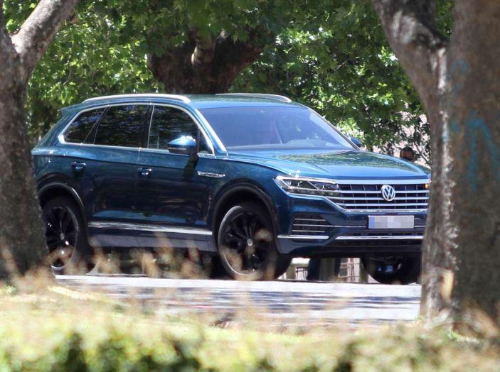 Volkswagen Touareg 2018, nuove foto spia senza camuffature - Foto 1 di 10