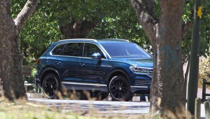 Volkswagen Touareg 2018, nuove foto spia senza camuffature - Foto 7 di 10