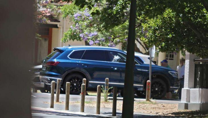 Volkswagen Touareg 2018, nuove foto spia senza camuffature - Foto 10 di 10