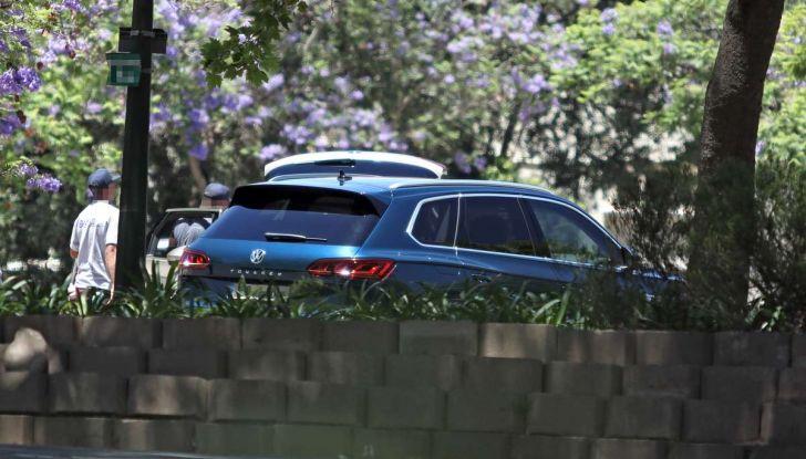Volkswagen Touareg 2018, nuove foto spia senza camuffature - Foto 6 di 10