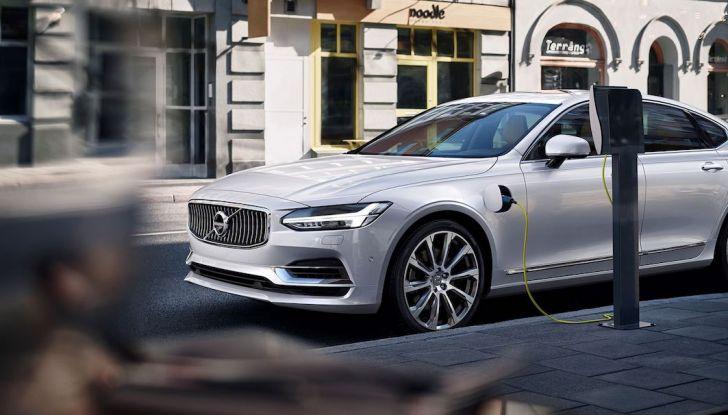 La nuova Volvo V40 2019 arriverà anche 100% elettrica - Foto 10 di 10