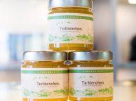 Porsche si lancia nella produzione di miele con 1,5 milioni di api