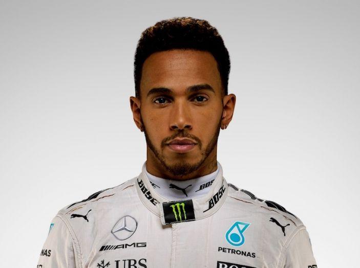 """Lewis Hamilton al nipotino: """"i maschi non si vestono da principessa"""" - Foto 3 di 4"""