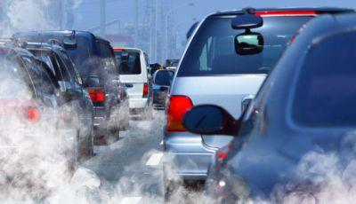 Allarme smog: scatta il blocco auto in alcune città del Nord Italia