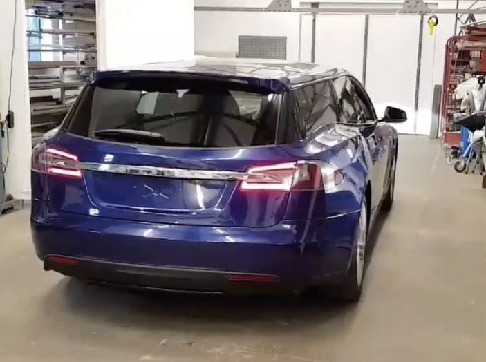 La prima Tesla Model S Station Wagon è dedicata a un barbone - Foto 1 di 5