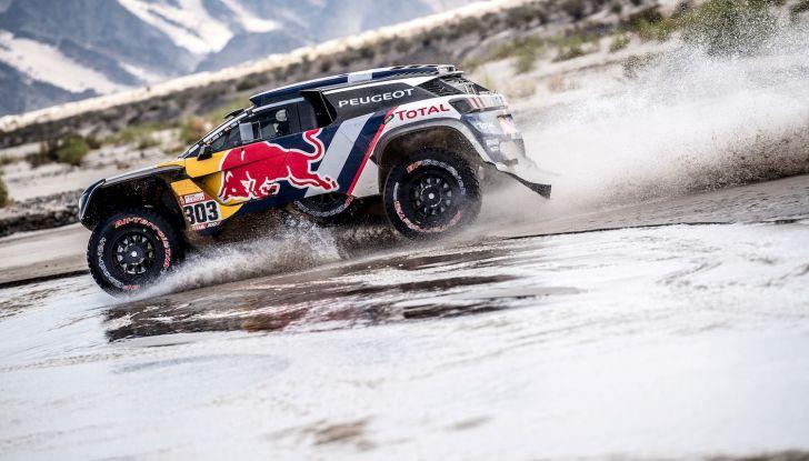 Dakar 2018 – Le Peugeot 3008DKR Maxi arrivano in gruppo e rimangono al comando - Foto 1 di 2