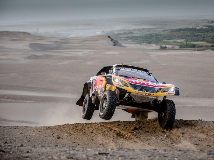 Dakar 2018 – Nuova vittoria della Peugeot 3008DKR ma ritiro di Loeb/Elena - Foto 1 di 5