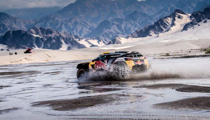 Dakar 2018 – Le Peugeot 3008DKR Maxi arrivano in gruppo e rimangono al comando - Foto 2 di 2