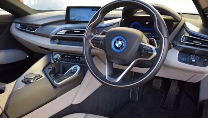 La BMW i8 di Wayne Rooney è in vendita a 70 mila euro - Foto 8 di 12