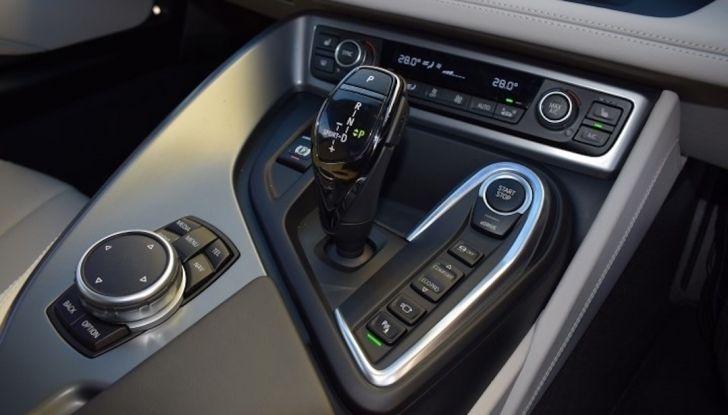 La BMW i8 di Wayne Rooney è in vendita a 70 mila euro - Foto 9 di 12