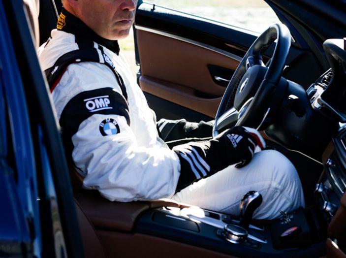 La BMW M5 nel Guinness World Record per il Drifting più lungo al mondo - Foto 16 di 17
