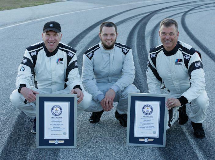 La BMW M5 nel Guinness World Record per il Drifting più lungo al mondo - Foto 2 di 17