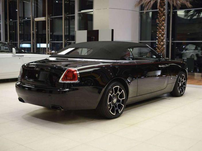 Il Turkmenistan vieta le auto nere e le sequestra - Foto 6 di 9