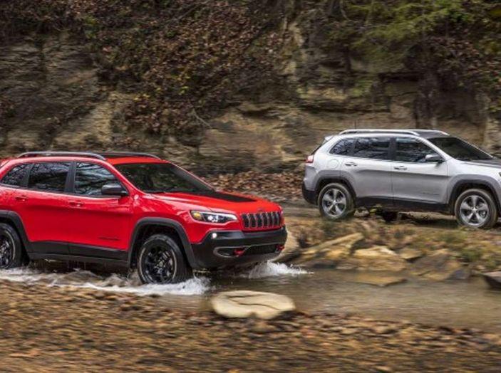 Jeep Cherokee 2018 restyling, nuovo frontale e motori - Foto 1 di 16