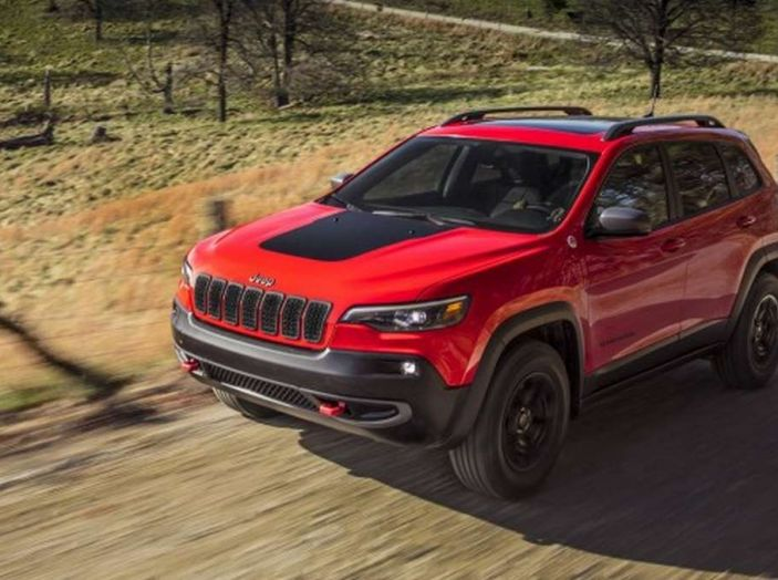 Jeep Cherokee 2018 restyling, nuovo frontale e motori - Foto 6 di 16