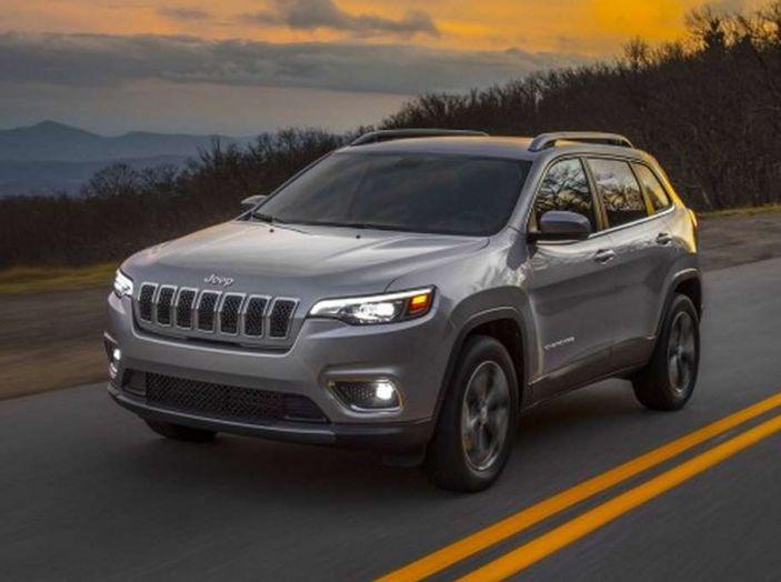 Jeep Cherokee 2018 restyling, nuovo frontale e motori - Foto 14 di 16