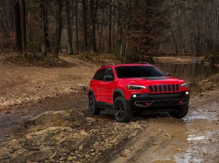 Jeep Cherokee 2018 restyling, nuovo frontale e motori - Foto 3 di 16