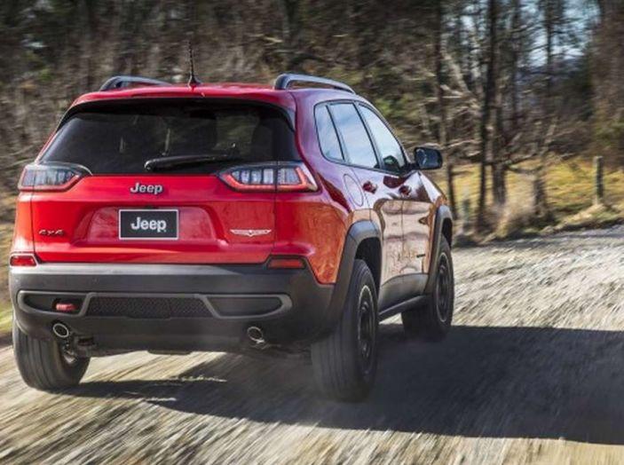 Jeep Cherokee 2018 restyling, nuovo frontale e motori - Foto 5 di 16