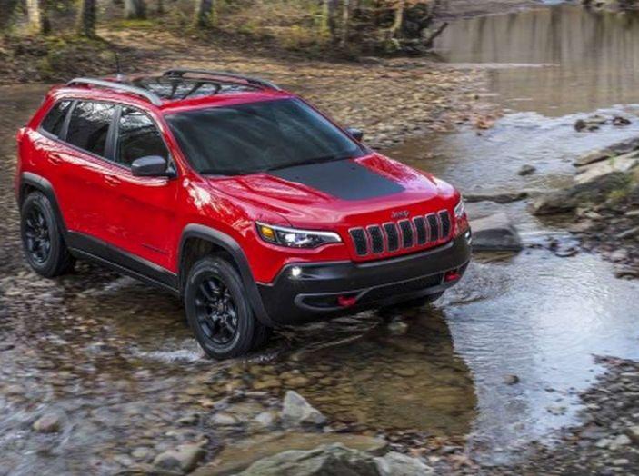 Jeep Cherokee 2018 restyling, nuovo frontale e motori - Foto 2 di 16