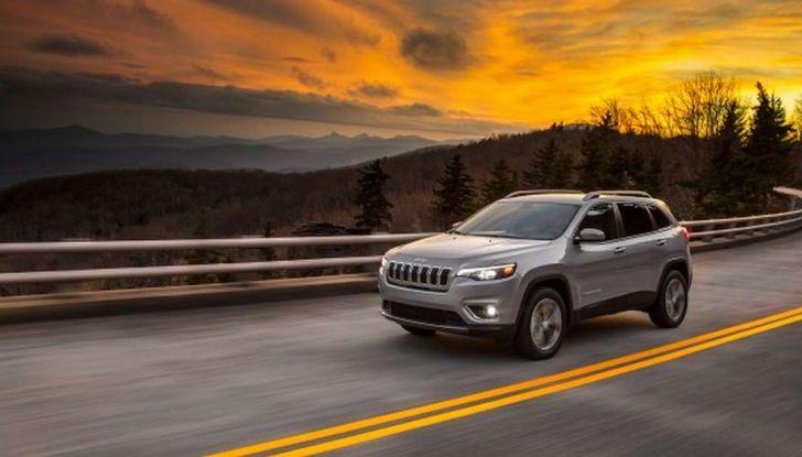 Jeep Cherokee 2018 restyling, nuovo frontale e motori - Foto 10 di 16