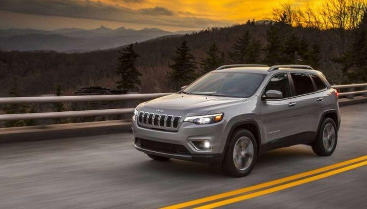 Jeep Cherokee 2018 restyling, nuovo frontale e motori - Foto 12 di 16