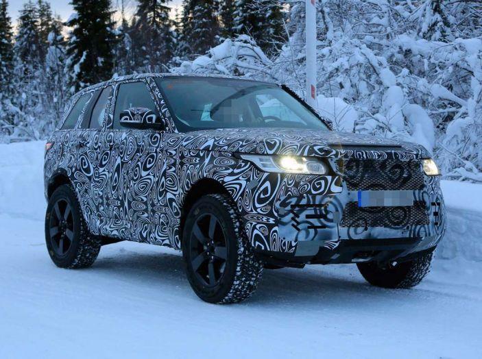 Nuova Land Rover Defender 2018, prime immagini dei test dinamici - Foto 1 di 9