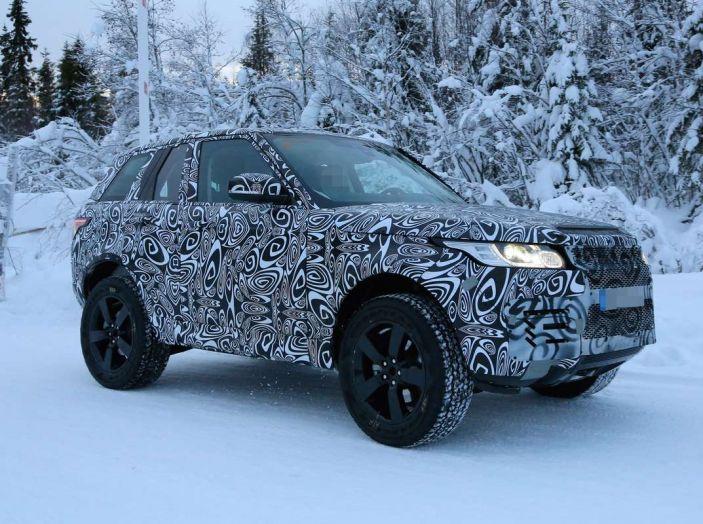 Nuova Land Rover Defender 2018, prime immagini dei test dinamici - Foto 2 di 9
