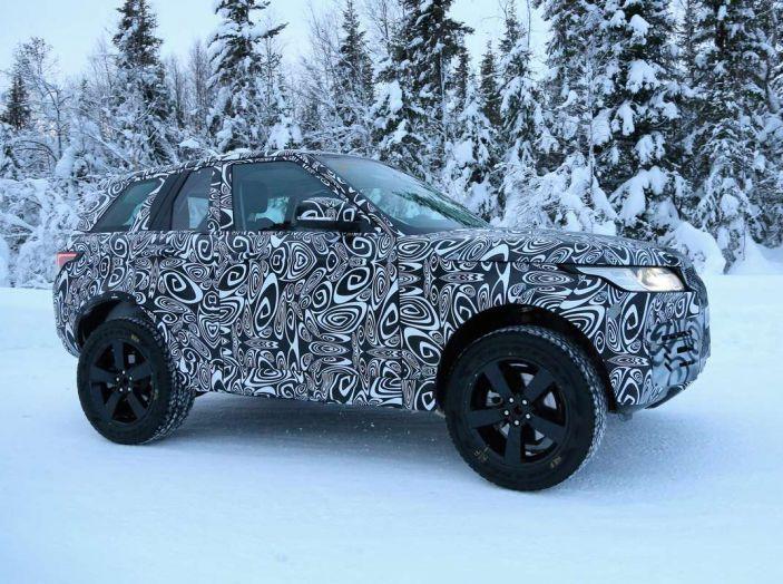Nuova Land Rover Defender 2018, prime immagini dei test dinamici - Foto 3 di 9